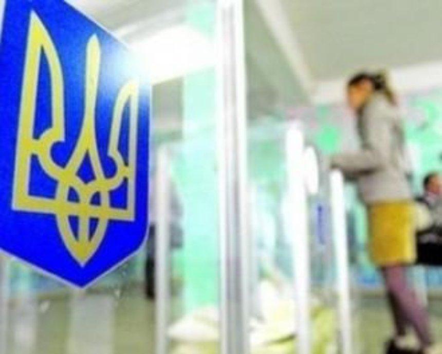 Активисты заблокировали Киевскую ТИК и не пускают депутатов получать мандаты