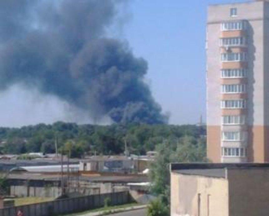 В Броварах загорелся склад пенопласта: столб черного дыма виден из Киева (фото)