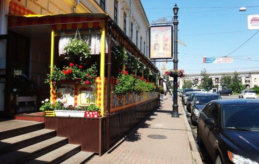 В Києві демонтують усі незаконні літні майданчики