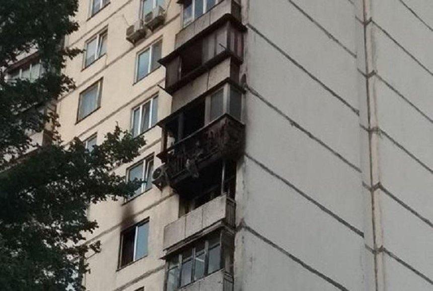 На Борщаговке произошел пожар в многоэтажке (фото, видео)