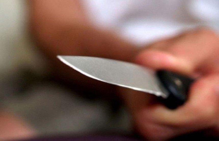На Киевщине пенсионерка напала на знакомого с ножом