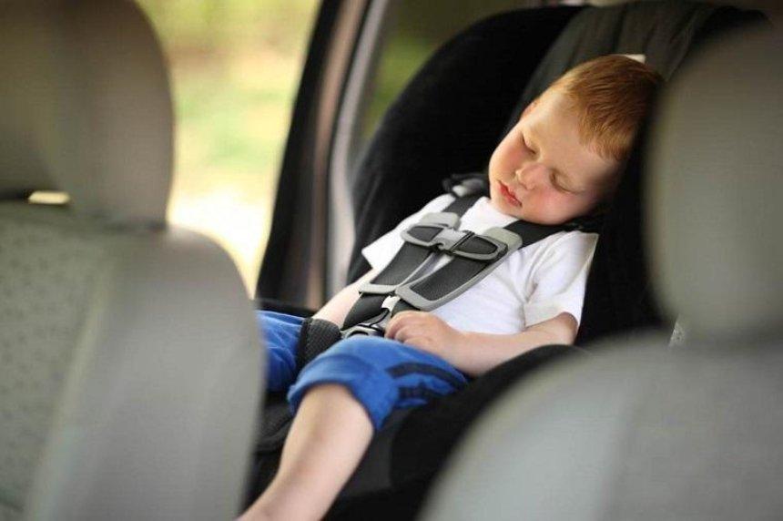 Киевлян просят не оставлять детей в машинах