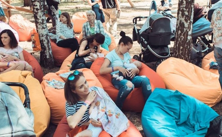 Киевлянки массово кормили грудью детей