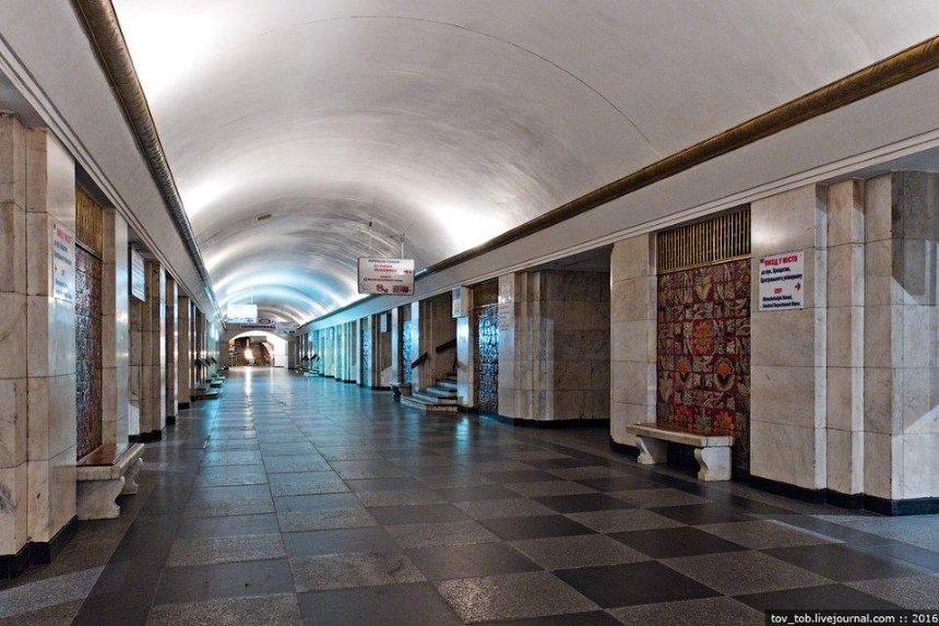 Ночью в столичном метро искали взрывчатку