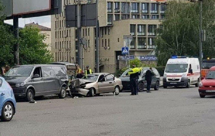 В Соломенском районе произошла авария с пострадавшими (фото)