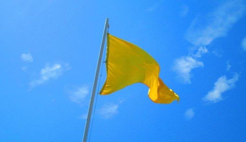 Желтый флаг: киевлянам не рекомендуют купаться на всех пляжах столицы