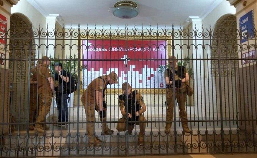 Вкинотеатре «Киев» сообщили орейдерском захвате, вКГГА это опровергают (фото)