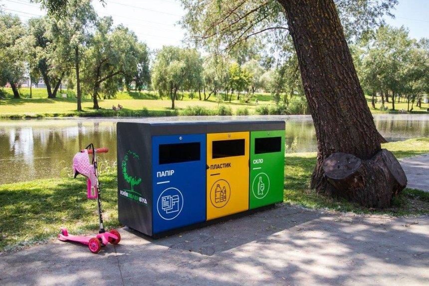 В столичных парках ставят контейнеры для раздельного сбора отходов