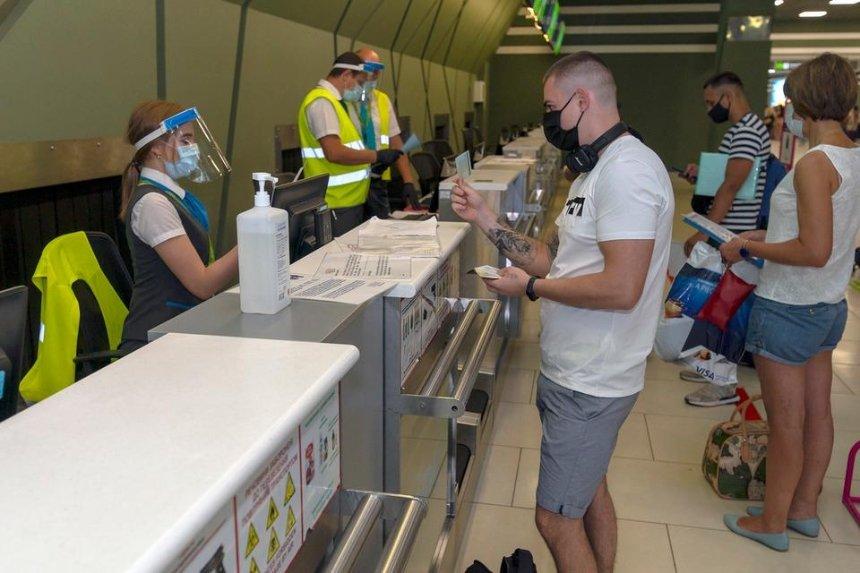 Из Киева вылетел первый чартерный рейс с украинскими туристами