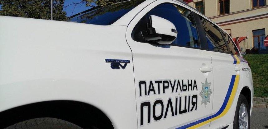 В столице автомобиль сбил патрульную во время оформления ДТП