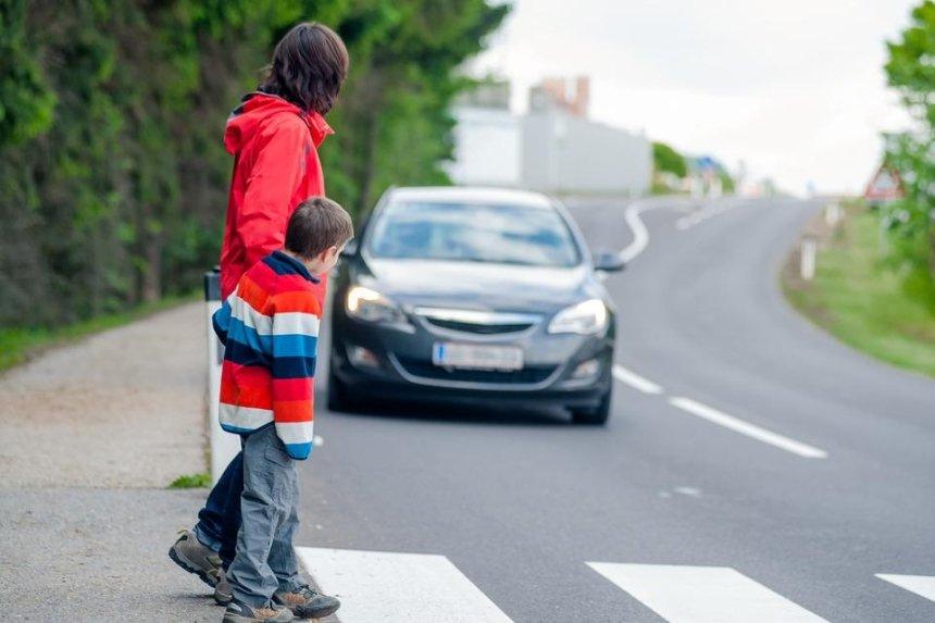 Рада проголосовала за светоотражающую одежду и обязательные штрафы для пешеходов