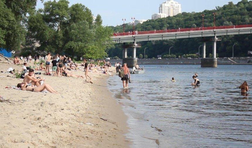 Купаться на киевских пляжах запрещено, — Кличко