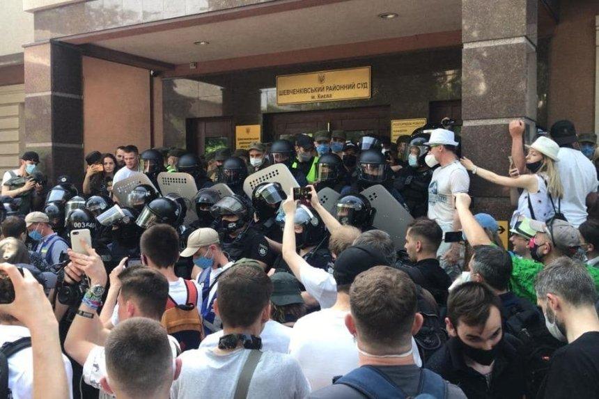 Акция в поддержку Стерненко: Шевченковский суд взяли под усиленную охрану
