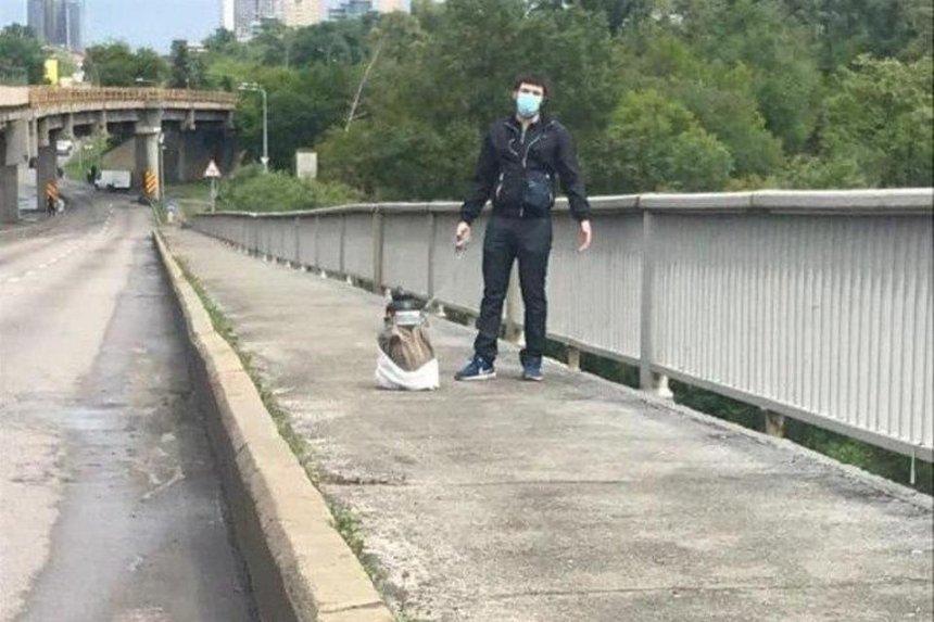 В столице мужчина грозился подорвать мост Метро: что известно