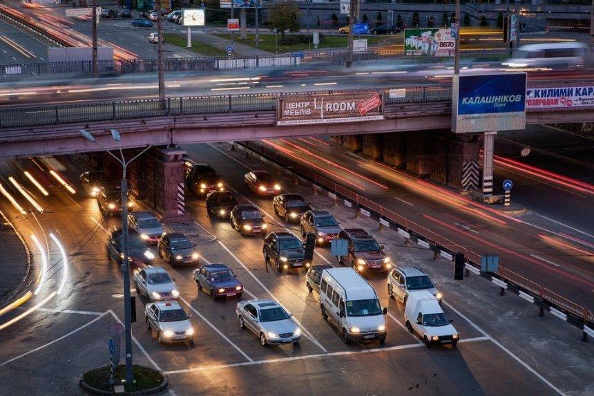 В Киеве на месяц ограничат движение по и под Воздухофлотским путепроводом