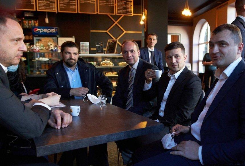Зеленскому и Ляшко выписали штраф за посещение кафе в Хмельницком