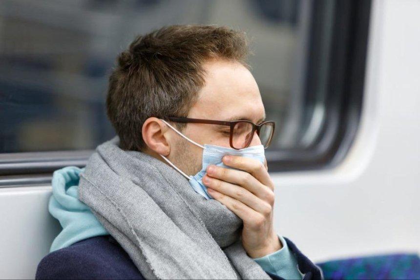 Пассажира киевского метро оштрафовали за проезд без защитной маски