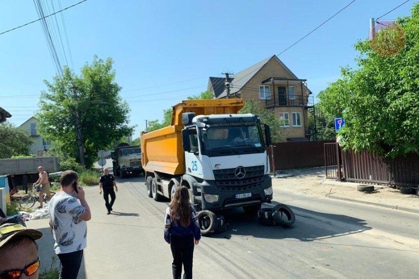 На Русановских садах местные жители столкнулись с полицией из-за строительства Подольского моста