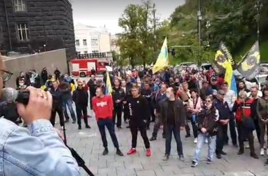Под Кабмином протестуют владельцы авто на еврономерах