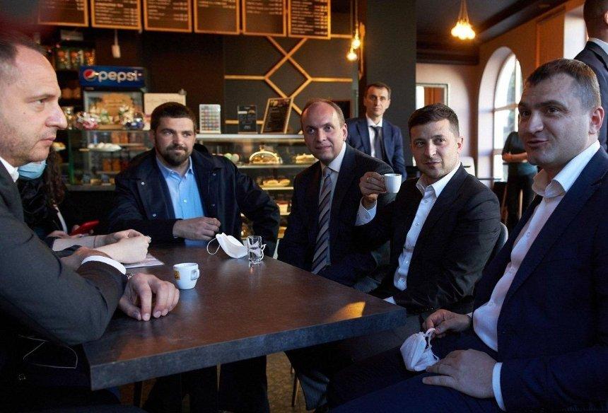 Зеленского не смогли оштрафовать за посещение кафе в Хмельницком
