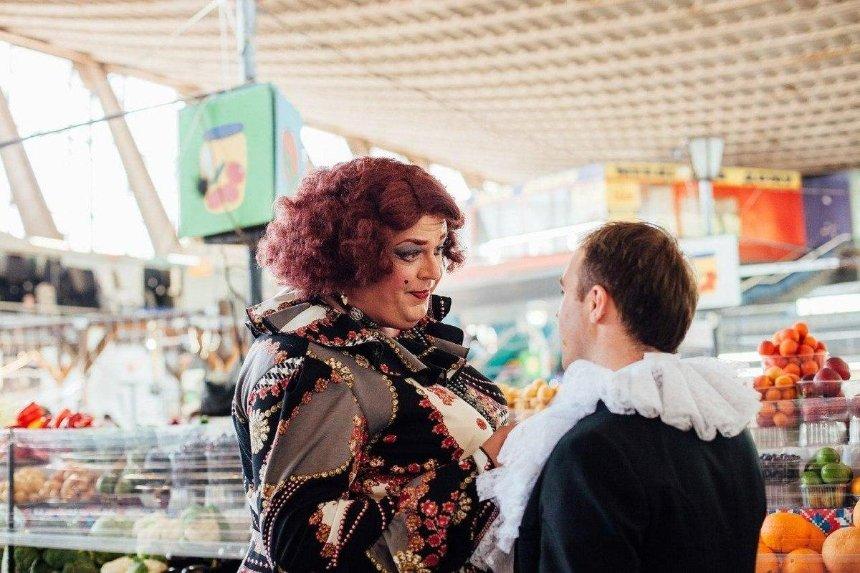 Артисты оперы спели на столичном Житнем рынке