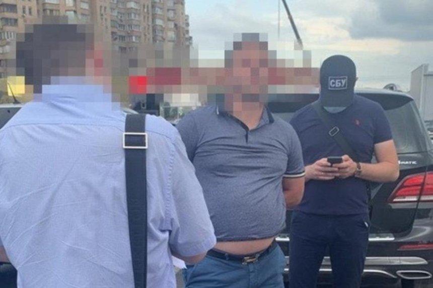 «Использовал личные связи в КГГА»: СБУ поймала на взятке родственника киевского чиновника