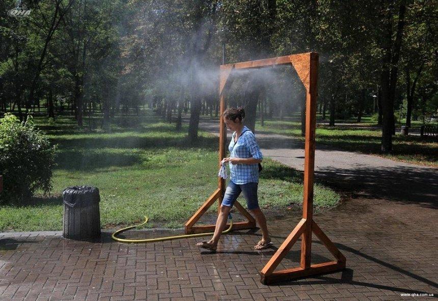 В столичных парках установили охлаждающие рамки (адреса)