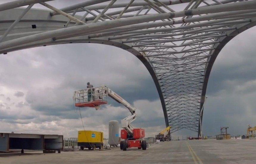 На Подольском мосту начали устанавливать ванты: как продвигаются работы