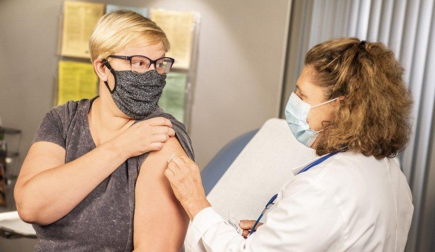Привитые украинцы могут получить международное свидетельство о вакцинации