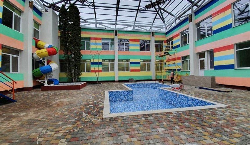 На Оболони открыли детский сад с бассейном, крытым двориком и батутом