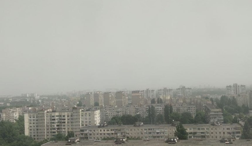 Киев накрыла песчаная буря: ее видно даже из космоса