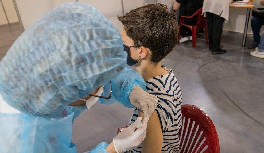 На этой неделе Центр вакцинации в Киеве будет работать четыре дня: график