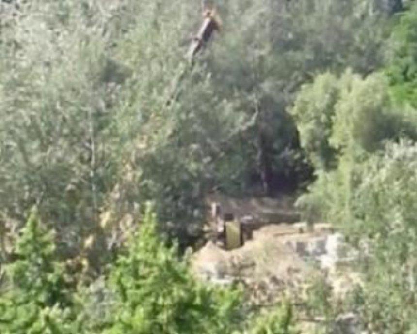 В одном из киевских парков мужчина упал в четырехметровую яму