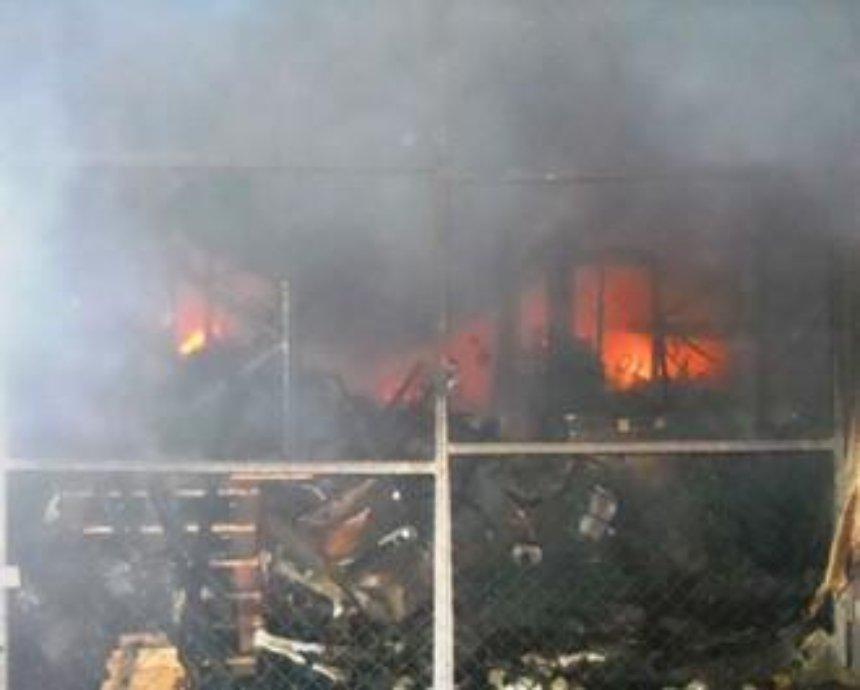 В Киеве горели склады с детскими игрушками и автозапчастями