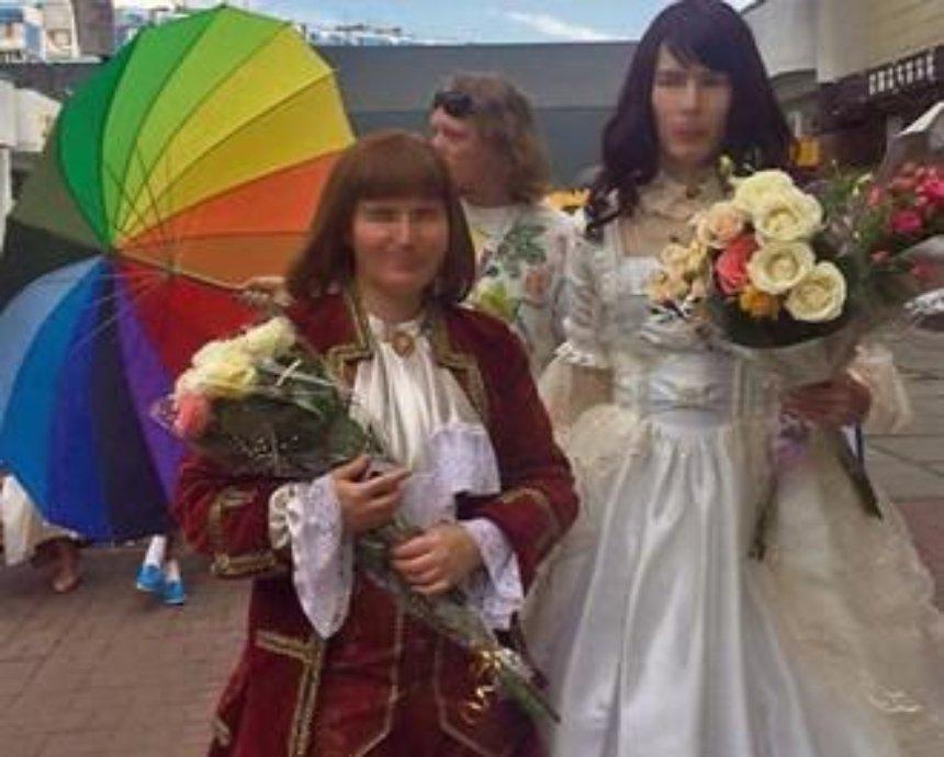 В киевском загсе сыграли первую нетрадиционную свадьбу