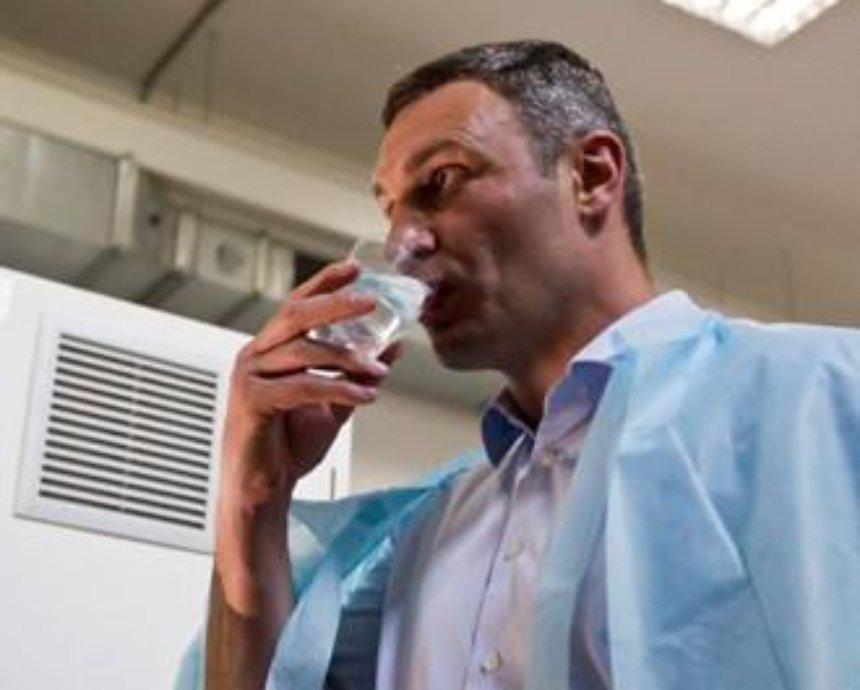 """""""Новая"""" вода в кранах Киева оказалась непригодной для питья"""