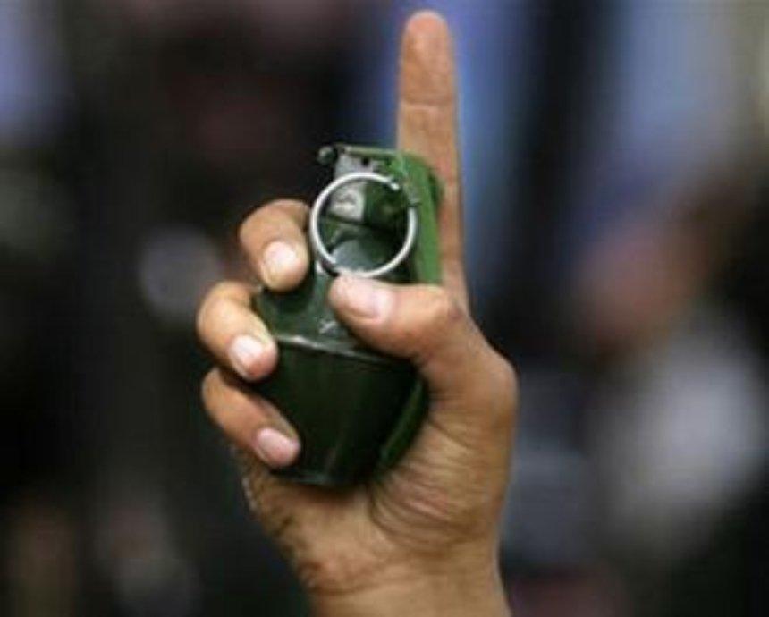 В Киеве мужчина угрожал подорвать гранату, чтобы не платить