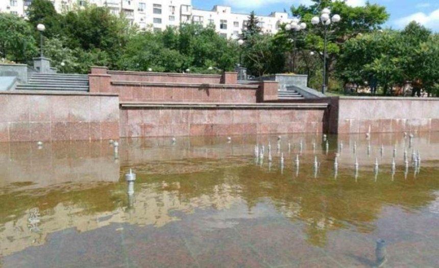 На Большой Васильковской после ремонта заработал фонтан (фото)