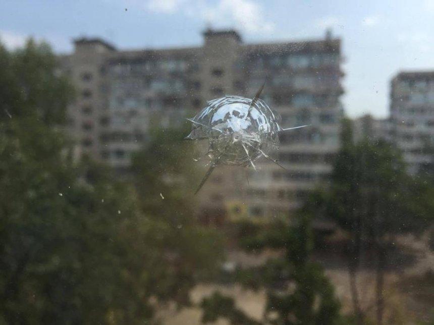 Жителі Оболоні скаржаться на обстріл  їх квартир (фото)