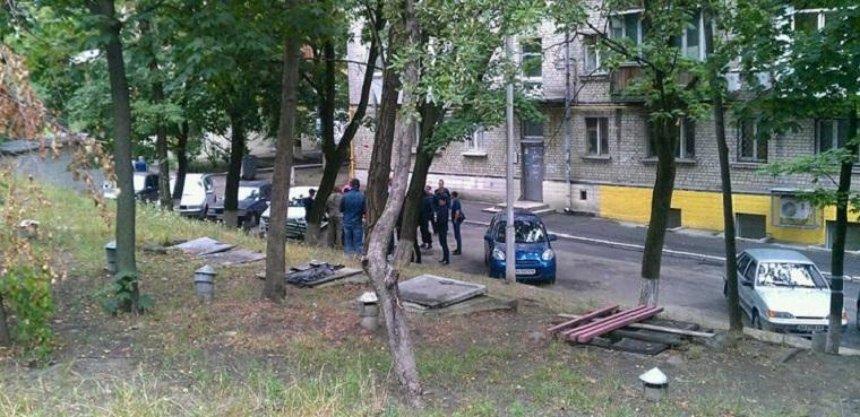 У жителей Печерска отбирают двор (фото, видео)