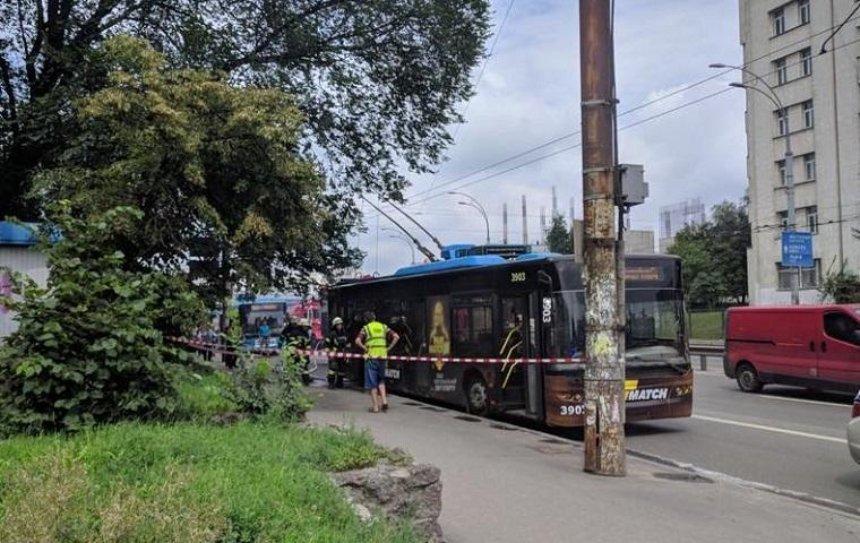 В Киеве горел троллейбус с пассажирами (фото)
