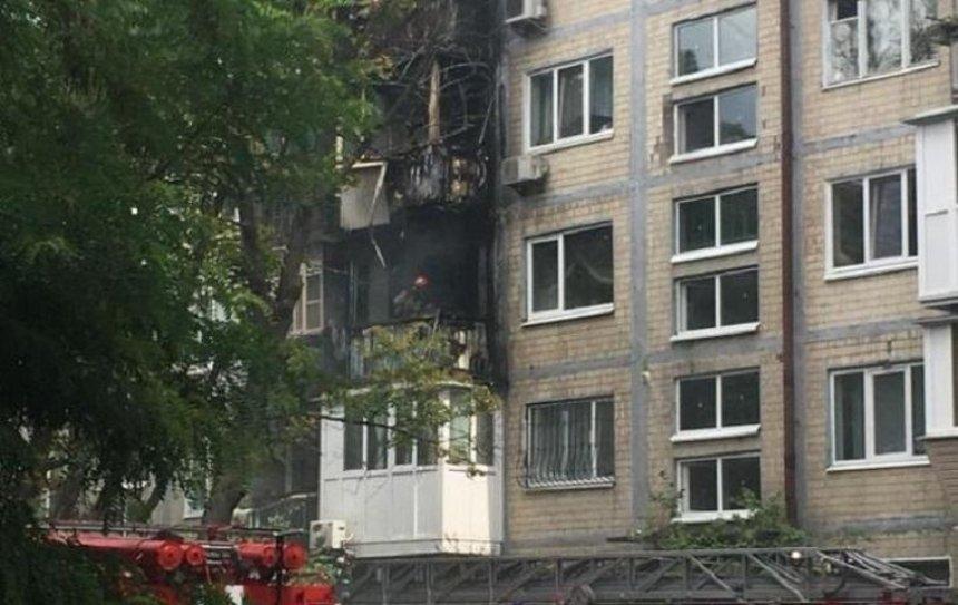 Из-за сигареты в Киеве сгорели три балкона (фото)