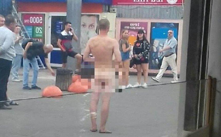 На Академгородке заметили голого мужчину