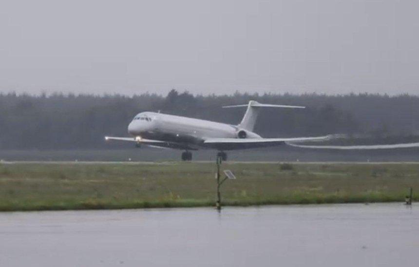В«Борисполе» из-за попадания птицы вдвигатель аварийно приземлился самолет