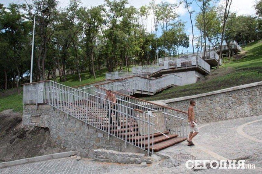 Почти готово: как выглядит новая лестница на Пейзажной аллее (фото)