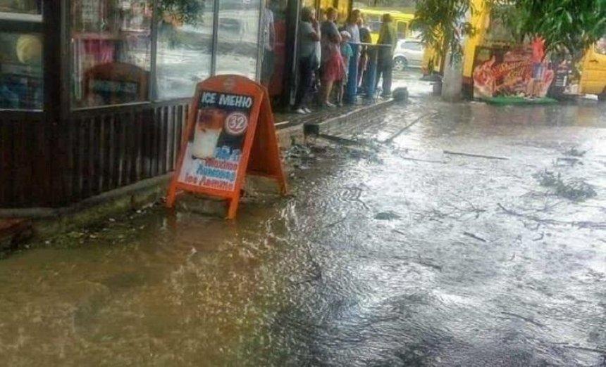 В одном из районов улицы «утонули» после дождя (фото, видео)