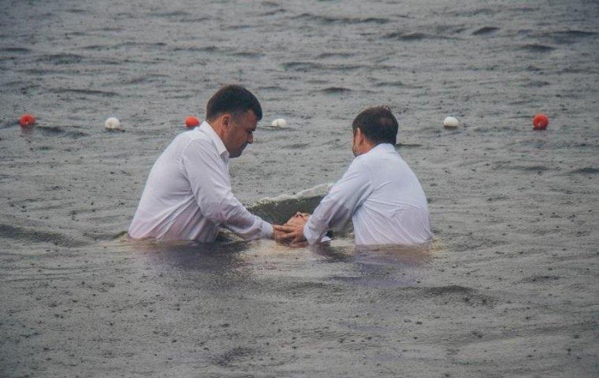 В Днепре крестились 500 человек (фото)