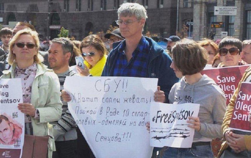 В столице проходит акция в поддержку украинских политзаключенных в России (фото)