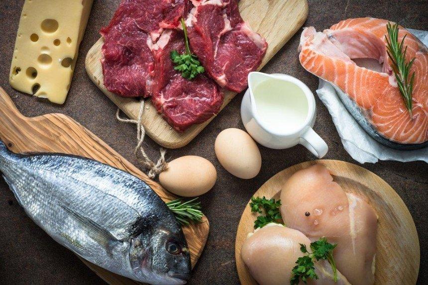 Настоличних ярмарках тимчасово заборонили продавати рибу, м'ясо тамолоко