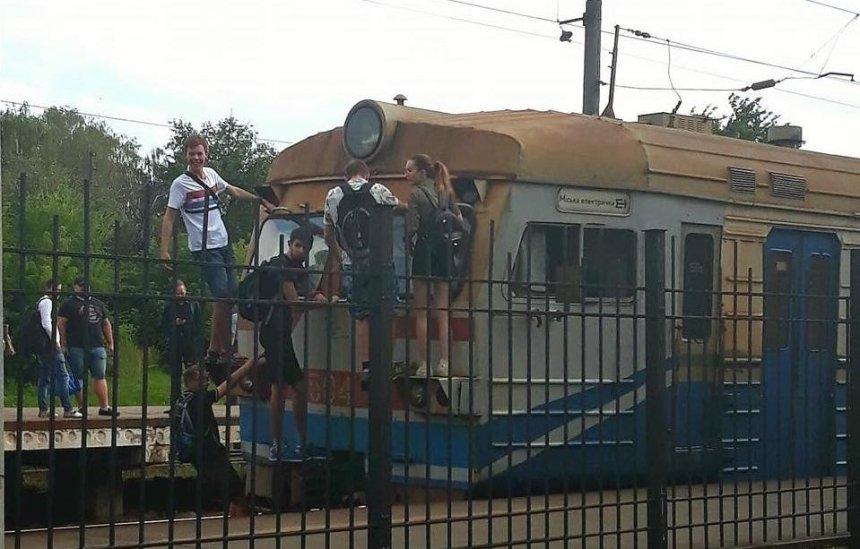 Юные зацеперы проехались на городской электричке (фото)